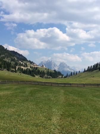 Hotel Asterbel: Au bout de la route de l hotel découverte extraordinaire paysage magnifique en altitude
