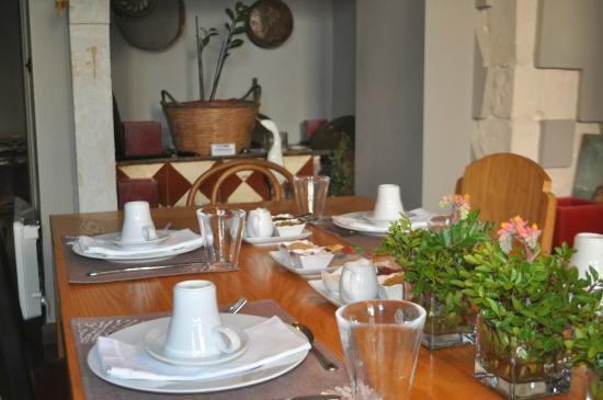 Mama Nena Charming Hotel: Set up for breakfast.