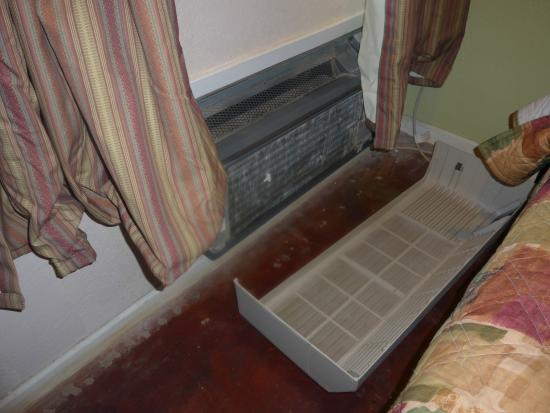 Econo Lodge Pecos: Air-Conditioner at Econo Lodge formerly Travelodge