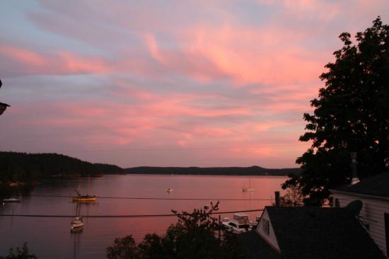 Kingfish Inn : Sunset over the sound