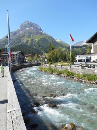 Hotel Theodul: The river running through Lech