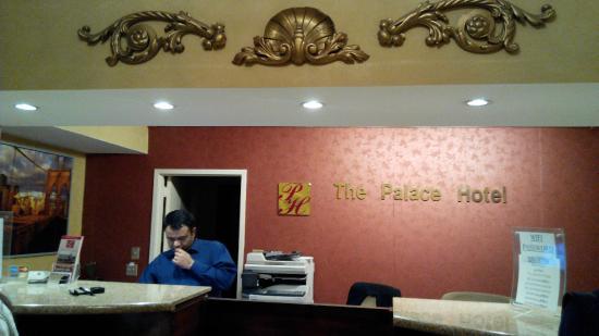 Palace Hotel: 飯店櫃檯