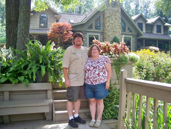 Mary Helen's Bed & Breakfast and Fine Dining: in front of b& B
