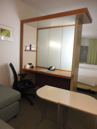 SpringHill Suites Columbia: Nicely lighted office area