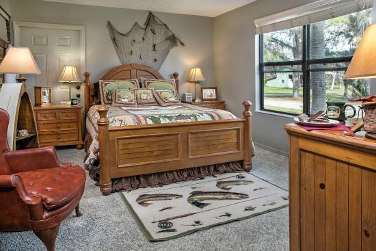 Hampton Lake Bed and Breakfast: Angler Room