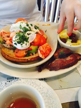 Lobster quesadilla & Lobster Benedict - Foto van Turning Point, Long ...