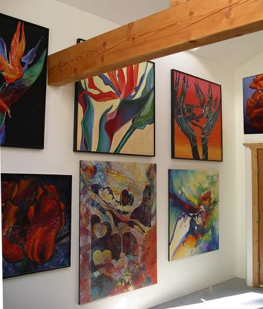 Serenity by the Sea Retreat: Shera's art gallery is a special treat of vibrant colours