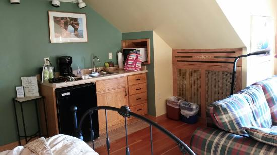 The Bayfield Inn: Stayed across the street, great room lots of space!