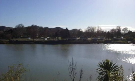 Whanganui River Top 10 Holiday Park: From across the river