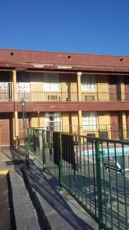 Ramada Flagstaff East: Run Down Exterior