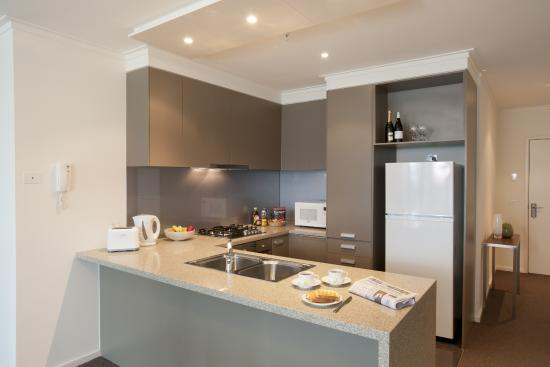 Melbourne Short Stay Apartments at SouthbankOne: Kitchen