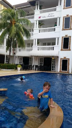 Villa Atchara: Shallow end for kids.