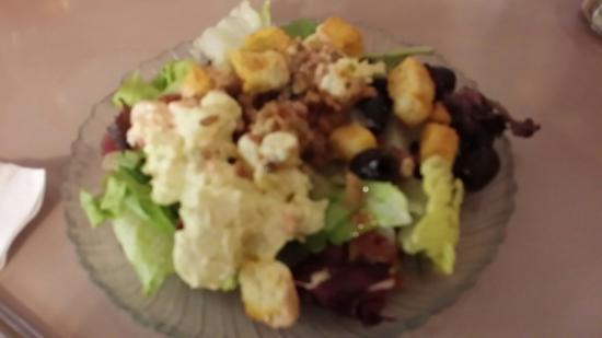 Timberline Cafe: Salad Self service