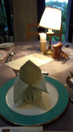 Auberge Tsutsuji To Kaede: 雰囲気のいい夕食の食卓