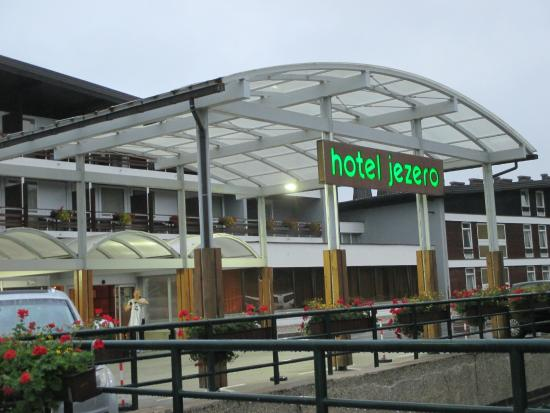 Hotel Jezero: ホテルの入り口です