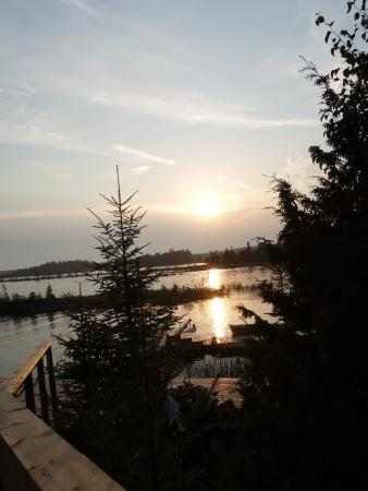 Bear Cove Bed and Breakfast: Sunset down by the dock