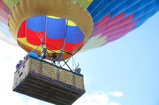 Rocky Mountain Balloon Adventures, LLC.: Happy People!!