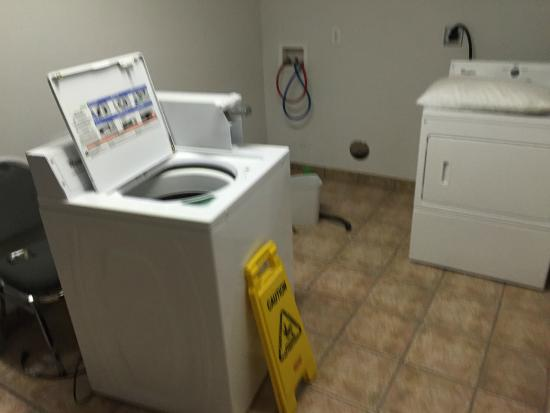 USA Stay Hotel and Suites: Laundry