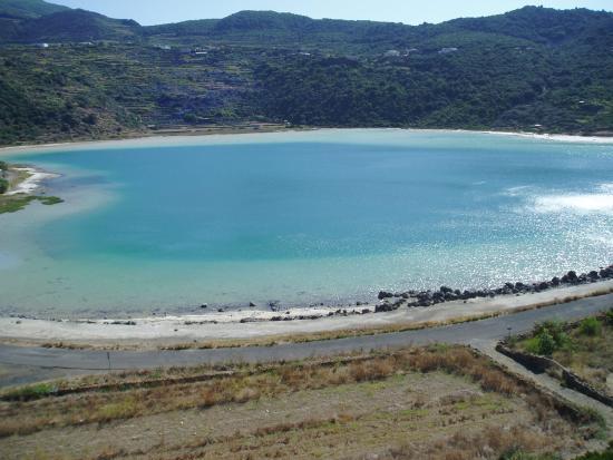 Lago di venere foto di lo specchio di venere pantelleria tripadvisor - Ristorante lago lo specchio ...