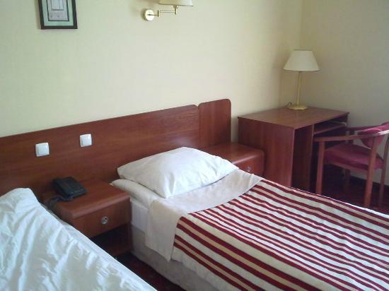 Hotel Twins II: Pokój