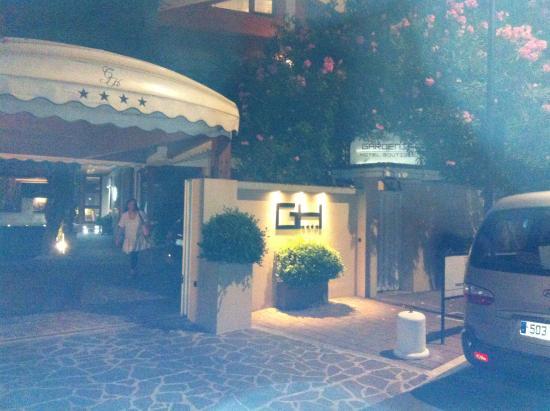 Gardenia Hotel : vista notturna esterna