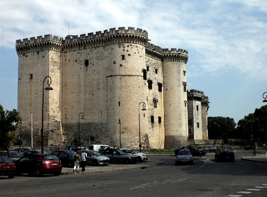 Chateau de Tarascon: il castello dalla strada