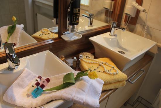 Hotel Café Restaurant Sanssouci: Badezimmer