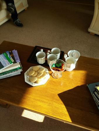 Woodside of Glasslaw Guest House: caffè e biscottini
