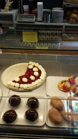 Flums, Zwitserland: Beautiful Cakes and chocolates.