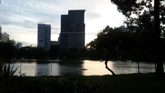 Parco Lumphini: Sunset