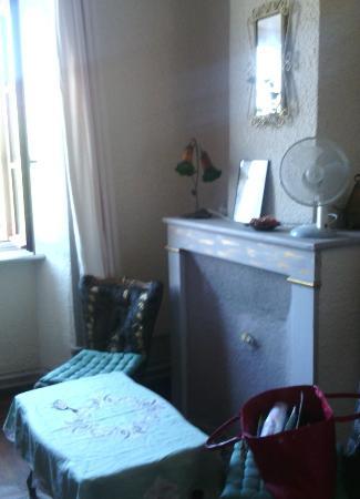 Vieille-Brioude, Francia: petit salon de la chambre