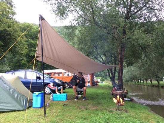 Kautenbach, Luxemburg: Lekker rustige camping aan het water.