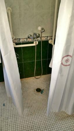 Hotel Osuna: Habitaciones deterioradas