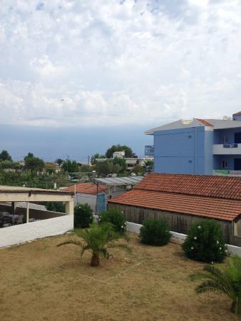 Prassino Nissi: вид с балкона номера на море