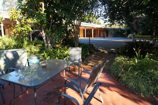 Maleny Hills Motel: Covered parking