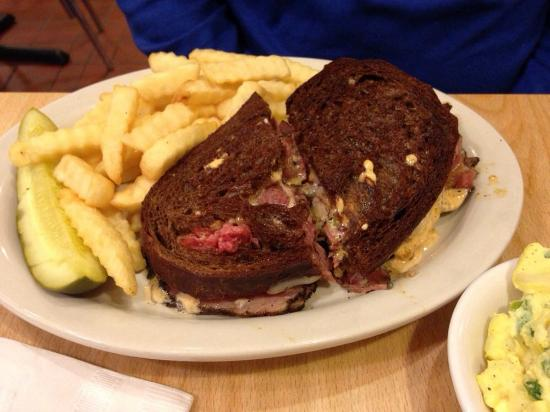 Cecil's Delicatessen & Bakery: Pastrami Reuben...very peppery!