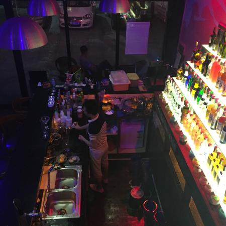 Fortuna Hotel: Moonlight Bar next door