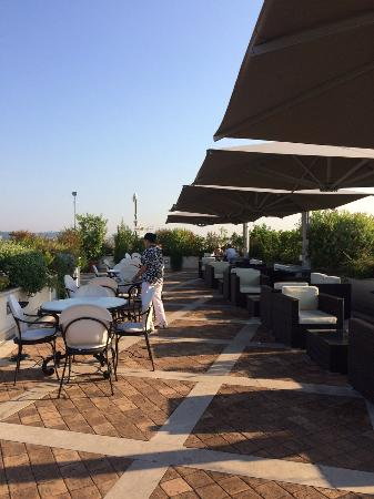 La Maison Royale: Roof Garden at breakfast