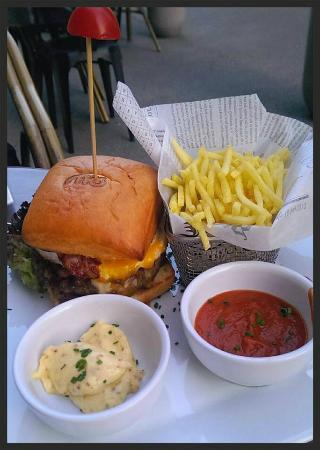 MO -  Restaurant & Bar: Le Big Mö dans toute sa splendeur !