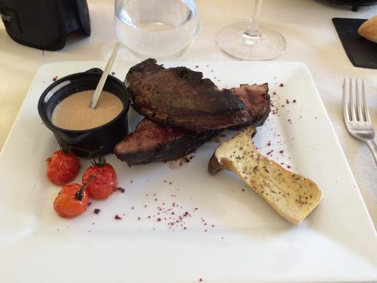 Rions, Francia: Salade Landaise, Canard avec thym, pommes de terres, rosé de Bordeaux