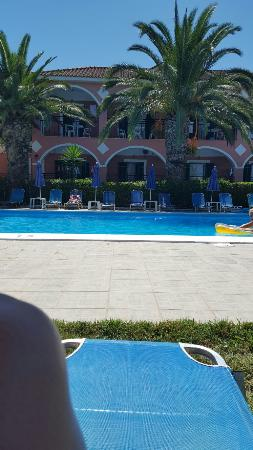 Grapevines Hotel: Fantastic holiday :) pool lovely, room great, bar fab with g .ood food!!