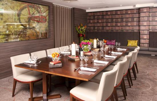 Bon Hilton Cambridge City Centre: The Book Room Private Dining