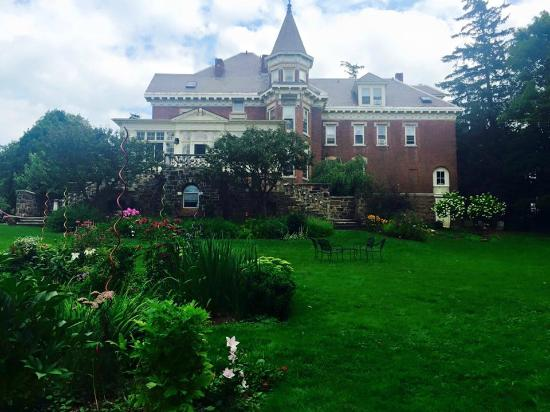 Willard Street Inn - Bed & Breakfast Mansion: garden