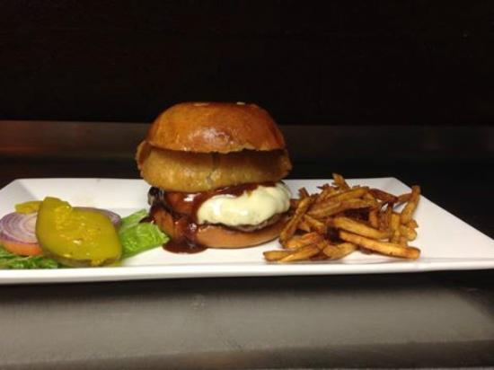 American Rock Bar and Grill: Delicious BBQ Burger