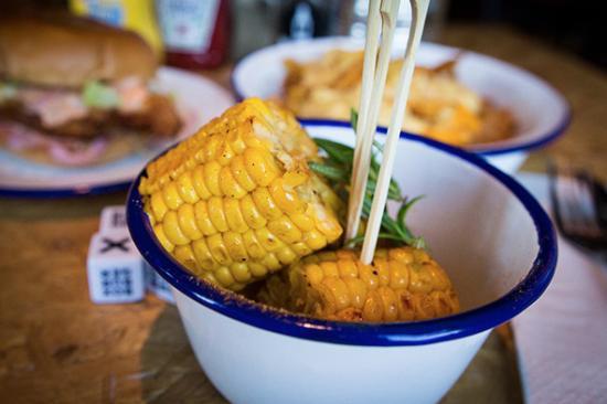 Box Burger: Corn on the Cob side