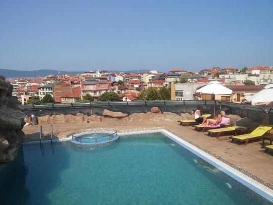 Marieta Palace: Swimming pool on the hotel roof