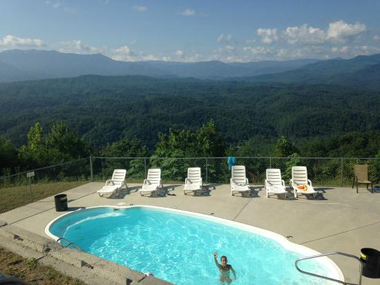 Backhome Log Cabins: Pool with a view!