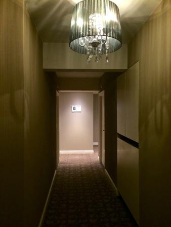 Hotel Acacia: Коридор