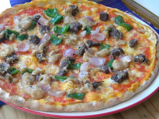 """Au Stade - Pzzeria et Restaurant : Un clin d'oeil pour la fameuse """"masikita"""" : pizza garnie des ingredients de ces mini brochettes"""