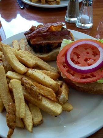 Lumby, Canadá: bacon cheese burger